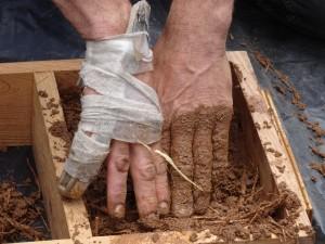 A broken finger doesn't stop Jeroen shaping blocks!